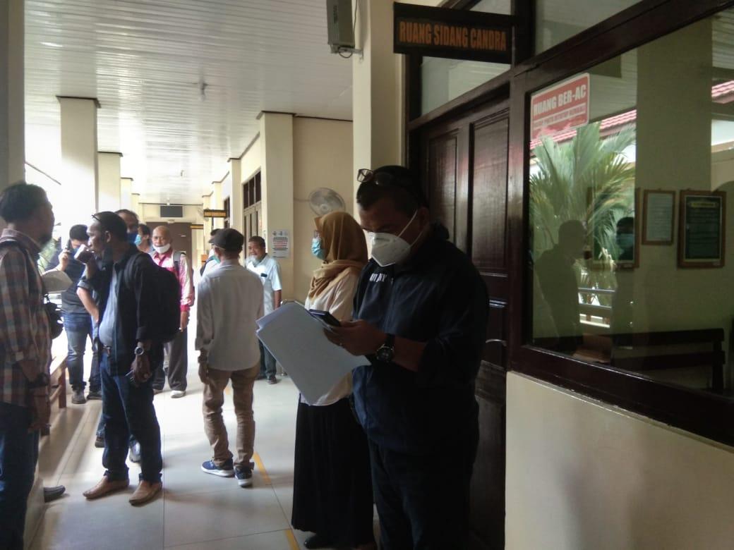 Denny Indrayana Hadiri Sidang Putusan Perkara Jurkani, Majelis Hakim Tunda Persidangan ke Minggu Depan